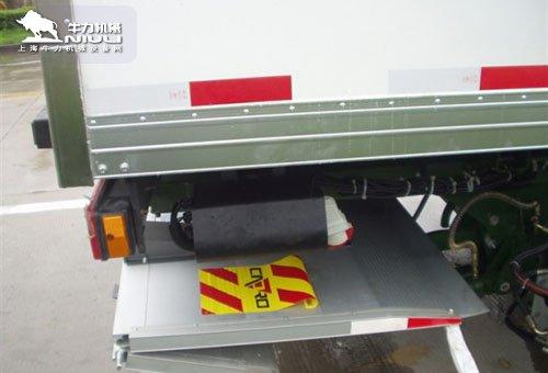 折叠式汽车尾板