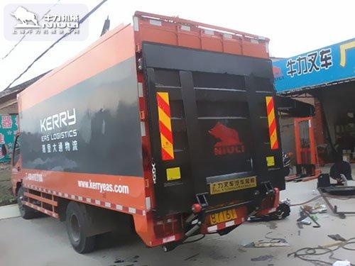 7.6米厢式货车尾板尺寸安装